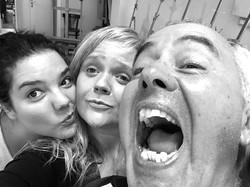 Aaaaaaaaaaaaaahhhhhhhh!!!!!!!!!.jpg Raquel, Natalia y Jorgeeeeeee.jpg Al final de una clase