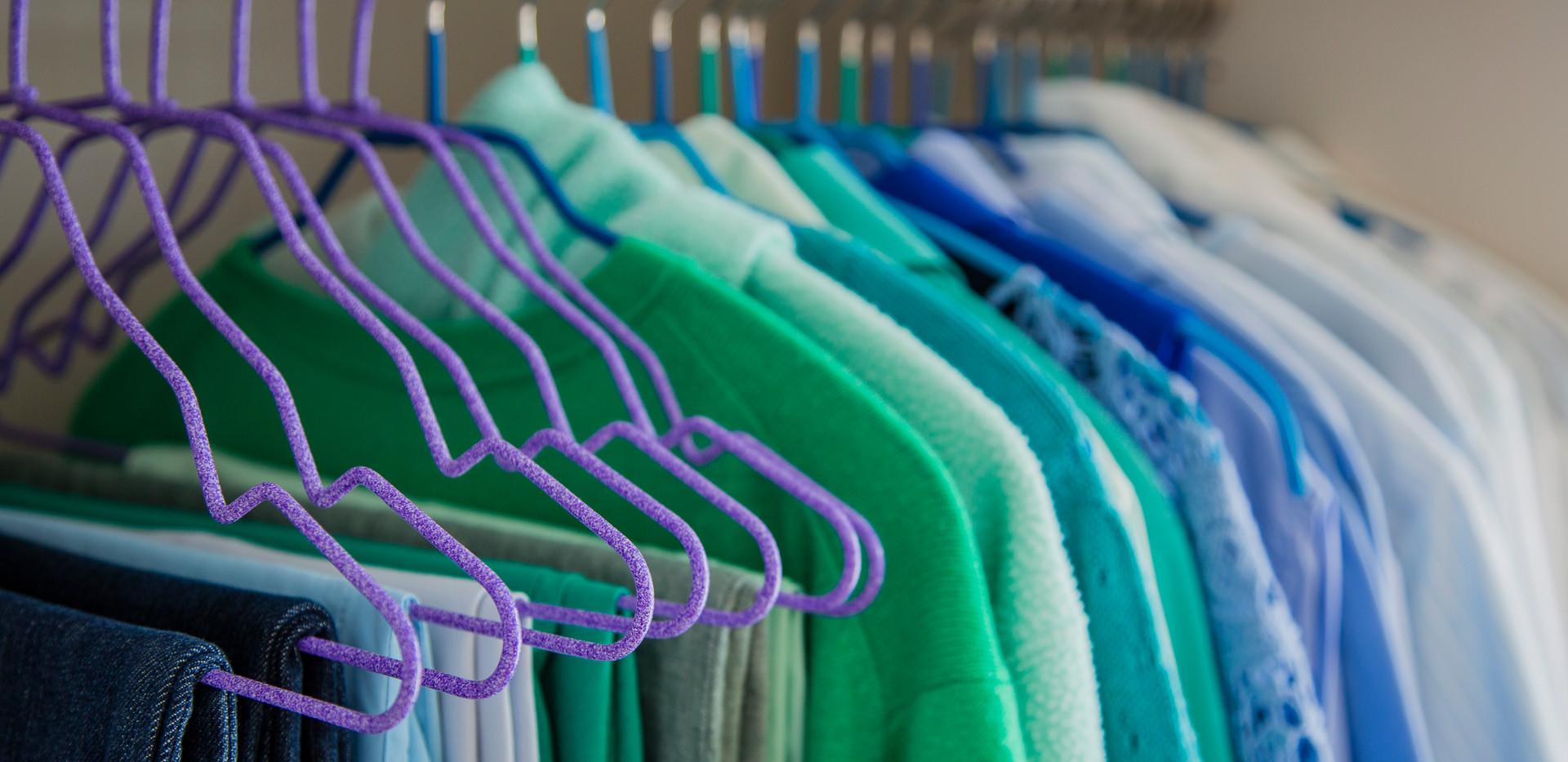 ordentlicher Kleiderschrank