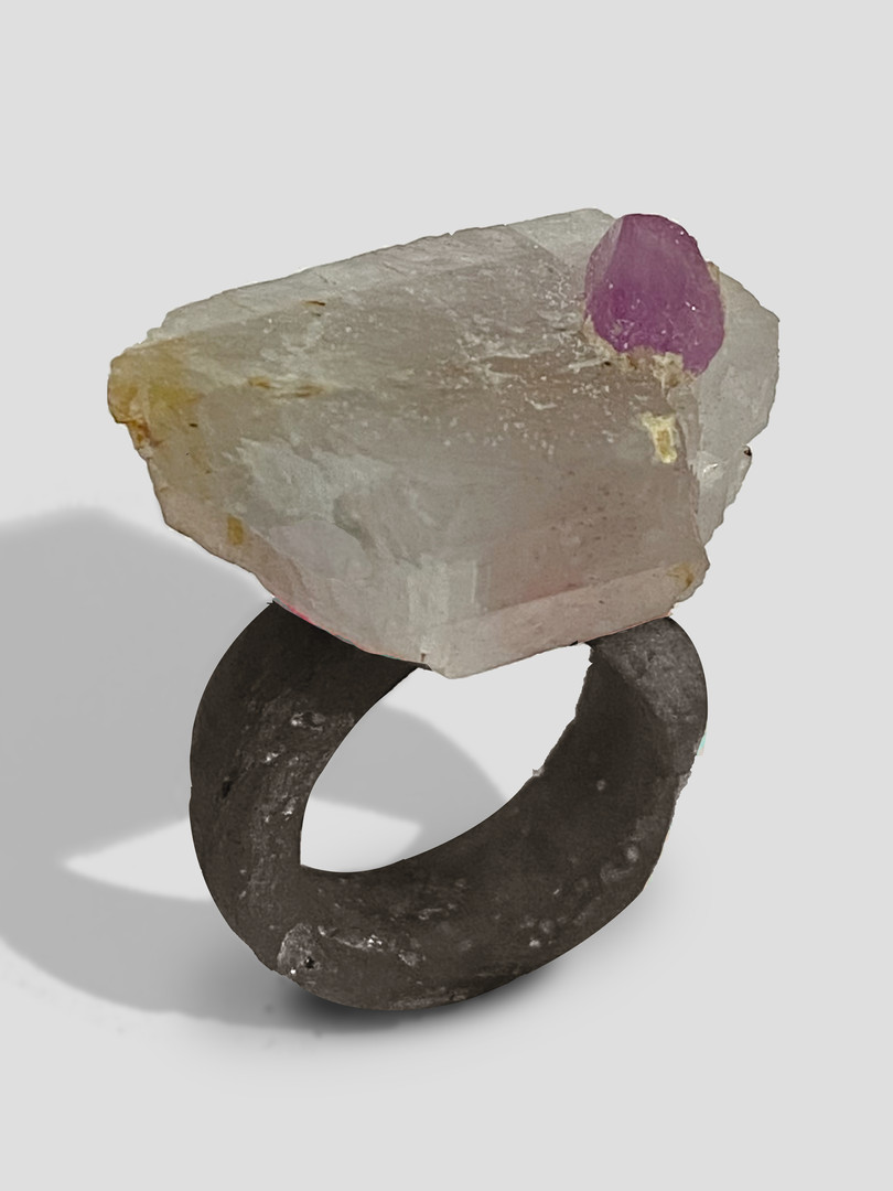 mixed media ring Osian Efnisien 2020 crystalline limestone, ruby, paper, resin  for sizes, prices and availability, please mesage me at osianefnisien@hotmail.co.uk