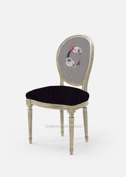 Chaise médaillon style Louis XVI pour salle à manger, cuisine, chambre avec création de monogramme, velours prune