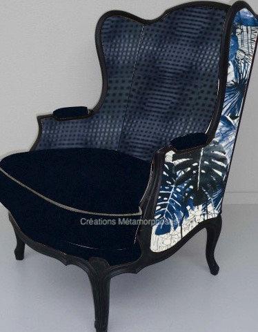 Bergère à oreilles de salon avec imprimé et texturé Christian Lacroix, velours bleu nuit