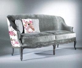 Canapé pour salon personnalisable avec création de motif japonisant et velours gris