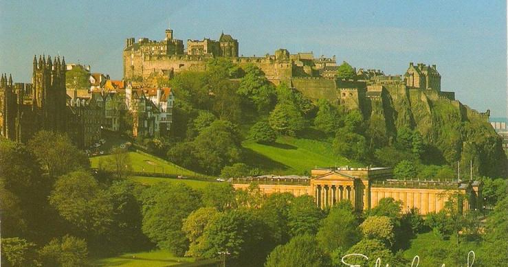 Castle in Edinburgh (Stayed 1 week in this beautiful city)