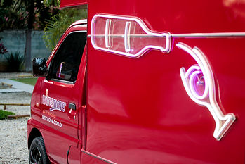 Detalhe da lateral do Winemove truck ou wine bar itinerante criado na Interagebr.com.br.