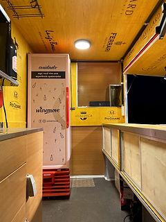 Criação do ambiente interno do Winemove Truck ou wine bar itinerante. Freezer personalizado e envelopado.