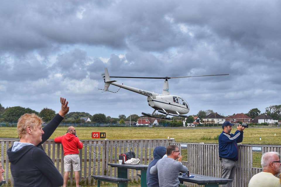Helicopter tour with spectators
