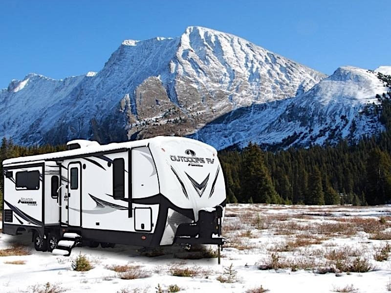 10-Best-RVs-and-Campers-for-Cold-Weather