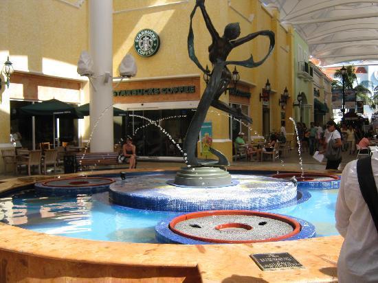 La Isla Mall Cancun Mexico 4