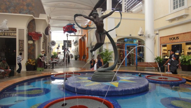 La Isla Mall Cancun Mexico 3