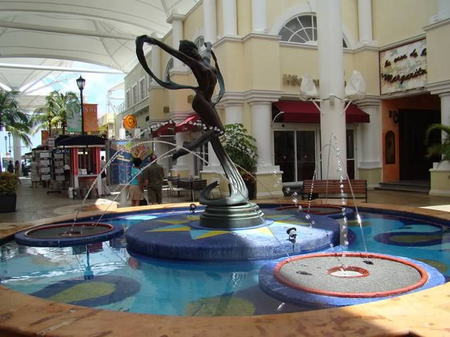 La Isla Mall Cancun Mexico 2