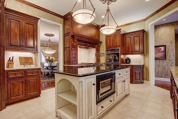 Kitchen, Granite, stained cabinets, kitchen island
