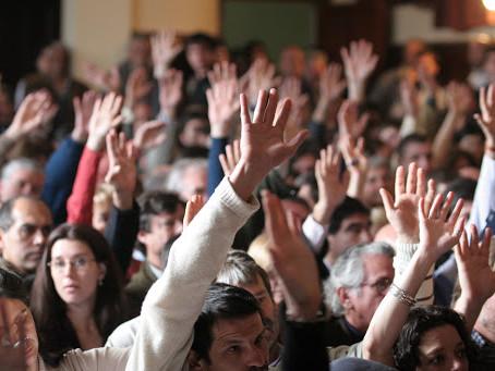 Participación de cónyuge no propietario en asamblea de copropietarios y consejo de administración
