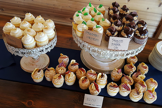 Rustic Love Cupcakes