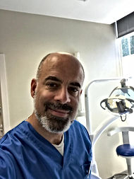 Dr. Marcelo Amarilla, Odontólogo, Especialista en Implantología, Rehabilitacón Protésica. Prñotesis Fija. Endodoncias.