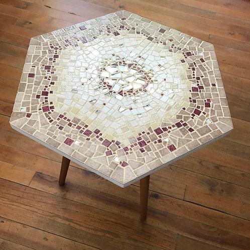 Table basse OMÉGA  avec plateau hexagonal décor en mosaïque beige