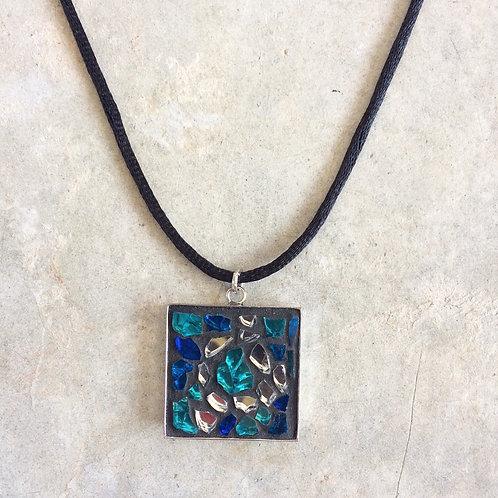 Collier fantaisie - pendentif carré avec création en mosaïque de verre craquelé