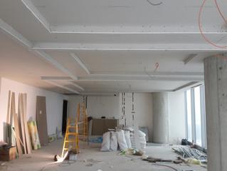 BESA Kule 11. Kat PREFI Ofisi şantiyesinde asma tavan alçıpan montajı tamamlandı.