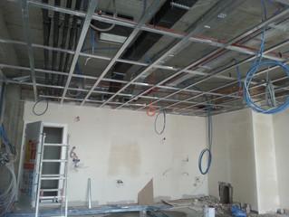 Mahall Ankara E Blok 25 nolu Ofisi şantiyesinde asma tavan alçıpan imalatı başladı.