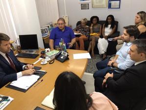 Tutuca reúne secretário de Educação e moradores do Santo Antônio para discutir escola no bairro