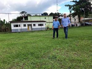 Tutuca vistoria campo da Cacaria com vereador Alex Joaquim