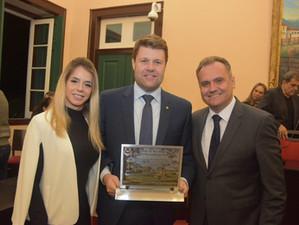 Tutuca recebe Diploma de Mérito Municipal em Vassouras
