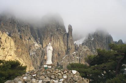 Statue de la Vierge de Bavella et ex-votos