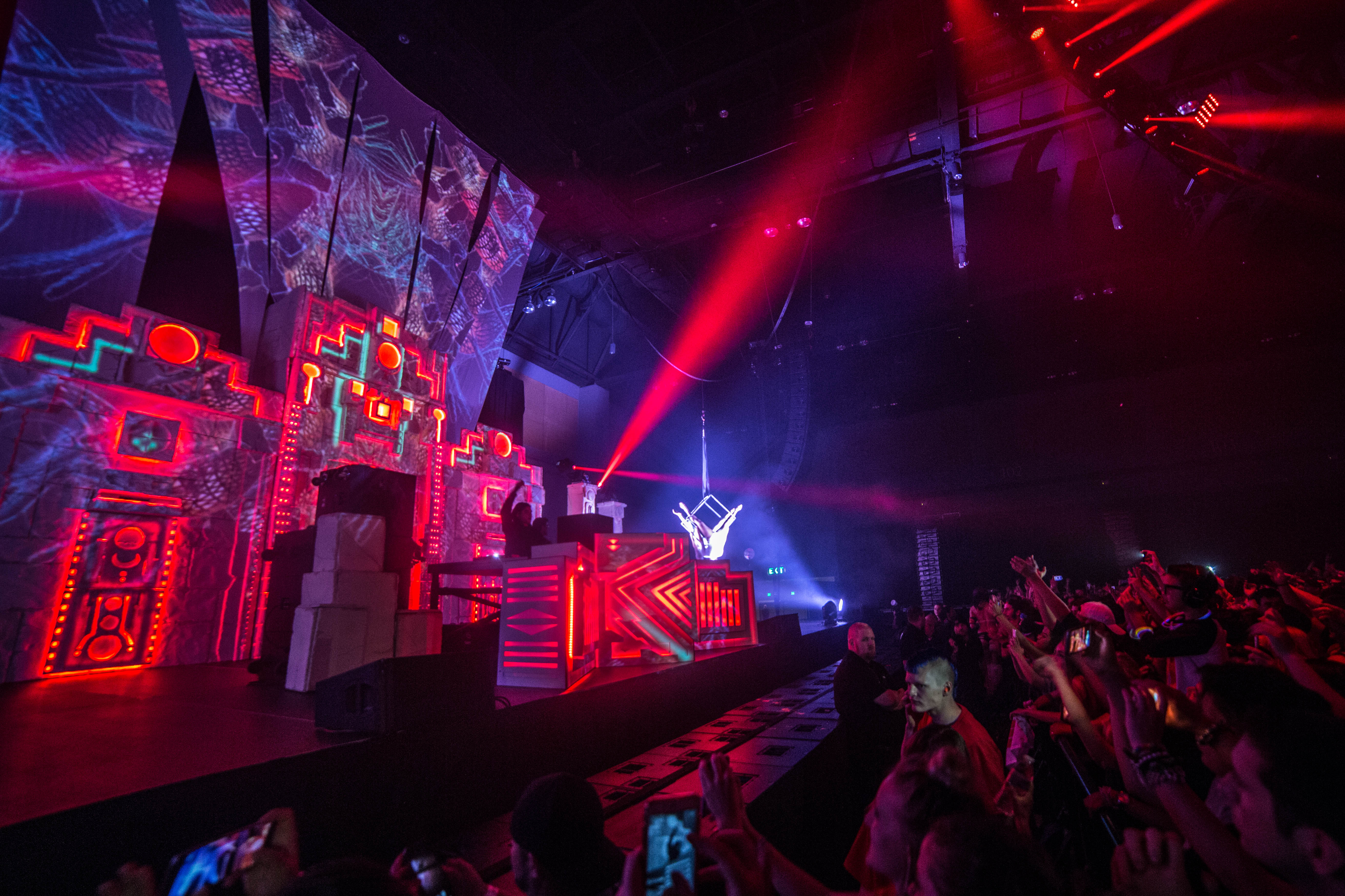 skrillex_stage_wide2
