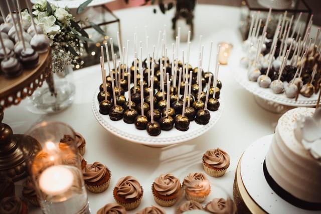 Wedding Cake Pops michigan wedding coordinator