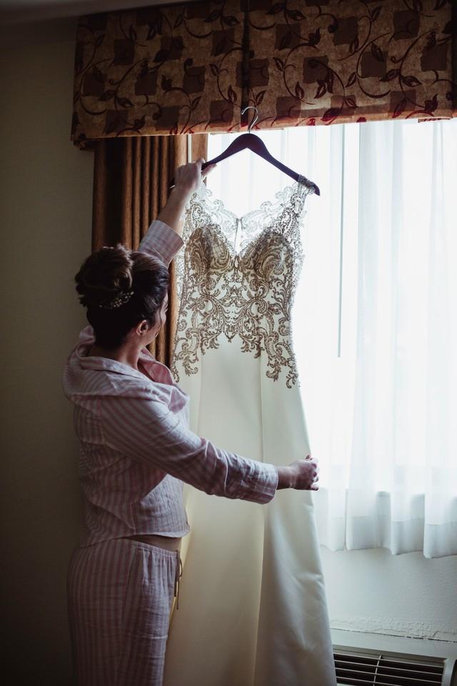Wedding coordinator getting ready photos