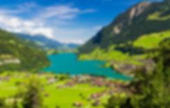 世田谷区松原にて、ピアノ教室を開いています。(明大前駅より徒歩3分) 写真は講師・北村まりえが留学していたスイスの山々の景色です。