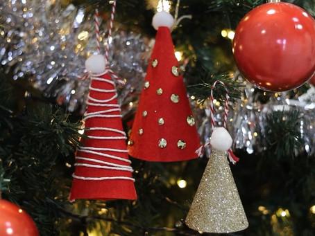 HOLLY JOLLY WEDNESDAYS -Santa hat Decorations & Kims Gingle Belle