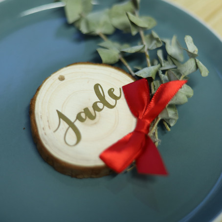 HOLLY JOLLY WEDNESDAYS - Festive Place Settings & Lins Perfect Snowball