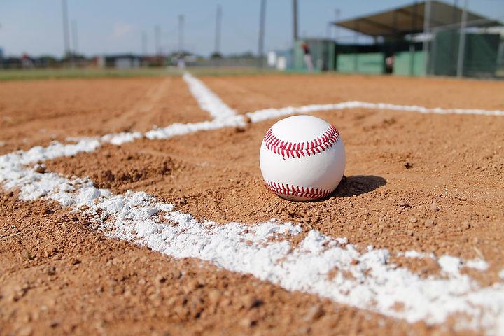 baseball-field-1563858_1920.jpg