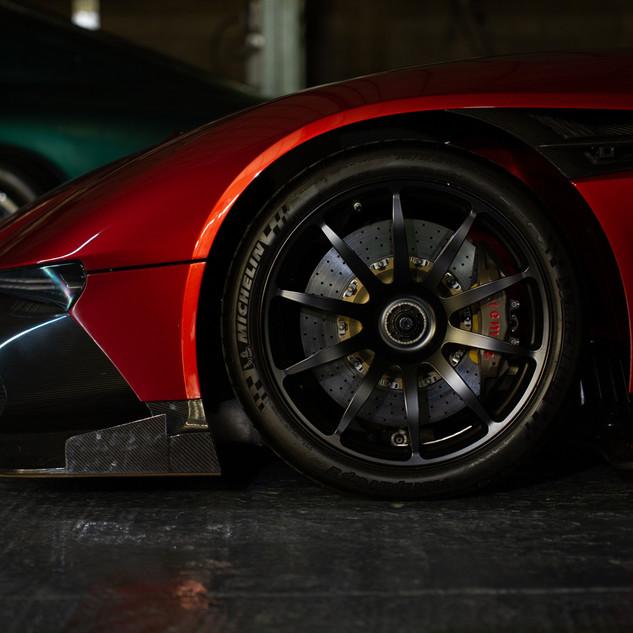 Aston Martin DB6-5.jpg