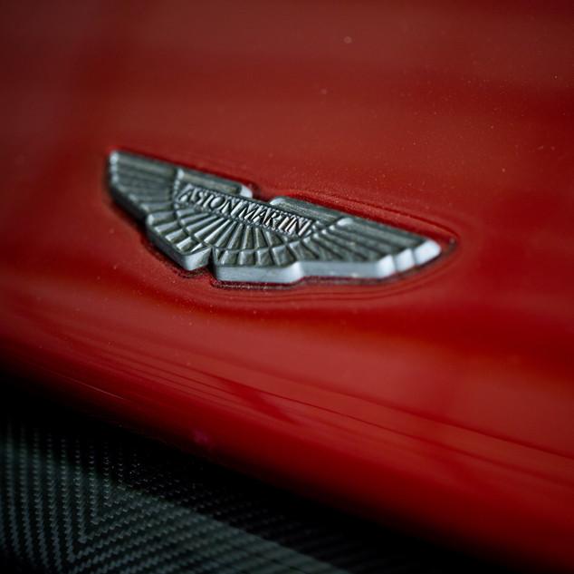 Aston Martin DB6-7.jpg