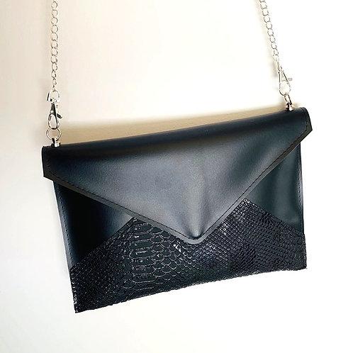 Pochette enveloppe noir et simili cuir