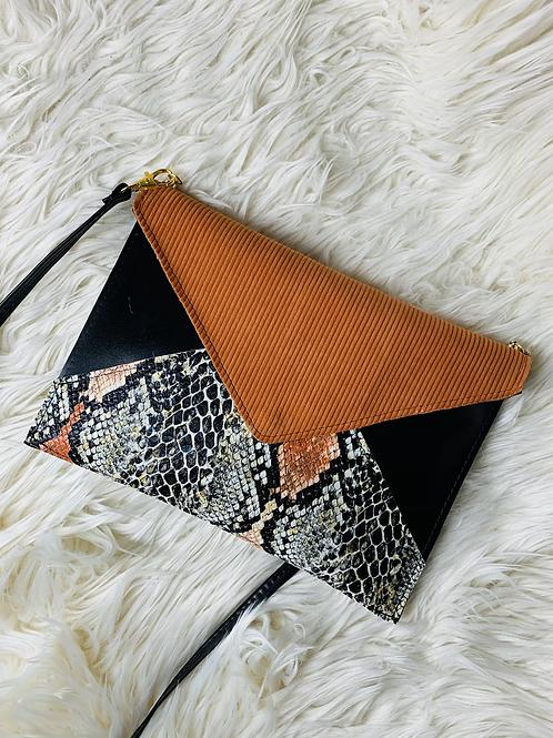 Pochette enveloppe noir velour orange et simili cuir python