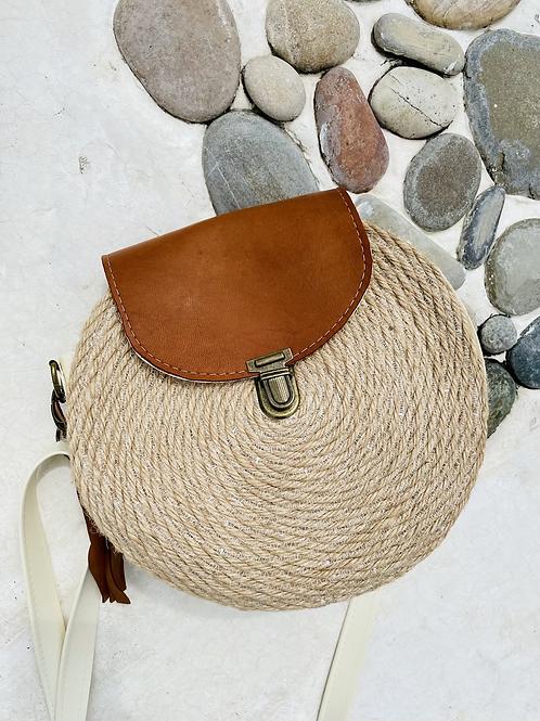 Petit sac en corde et rabat en cuir chamois