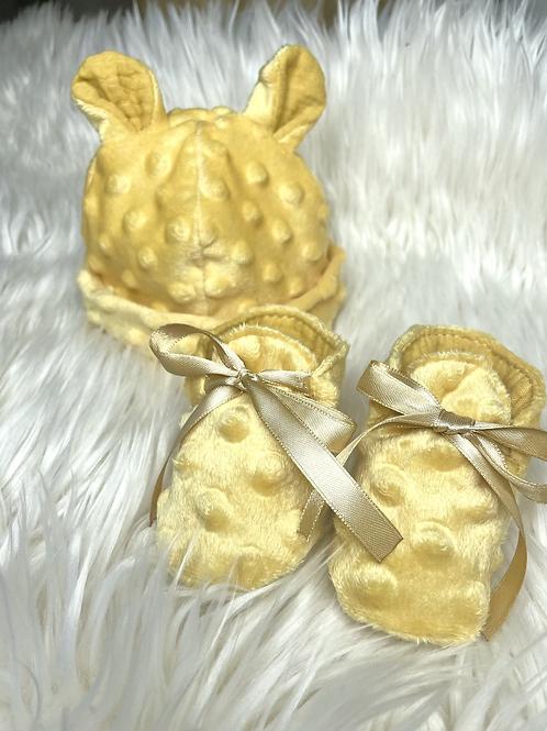 Bonnet et chaussons de naissance jaune