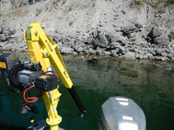 Automatic depth contouring davit