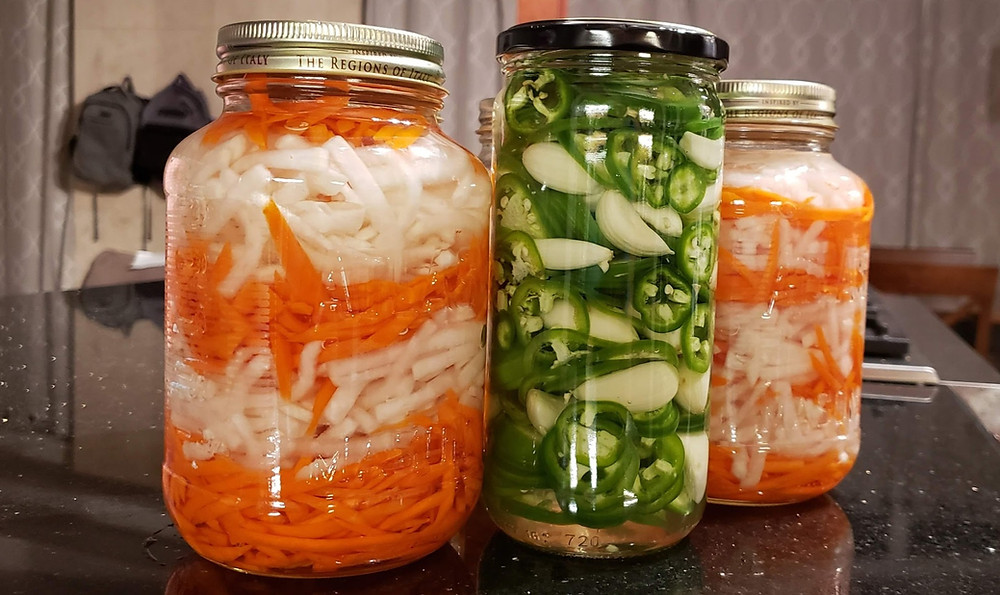Pickled carrots, daikon and jalapénos!