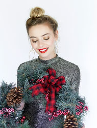 Model with wreath