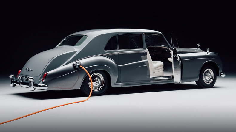 THE FIRST ELECTRIC ROLLS ROYCE