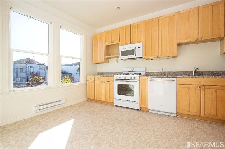 kitchen pic1.jpg
