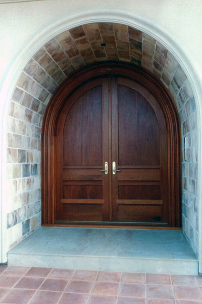 MAHOGNAY DOOR