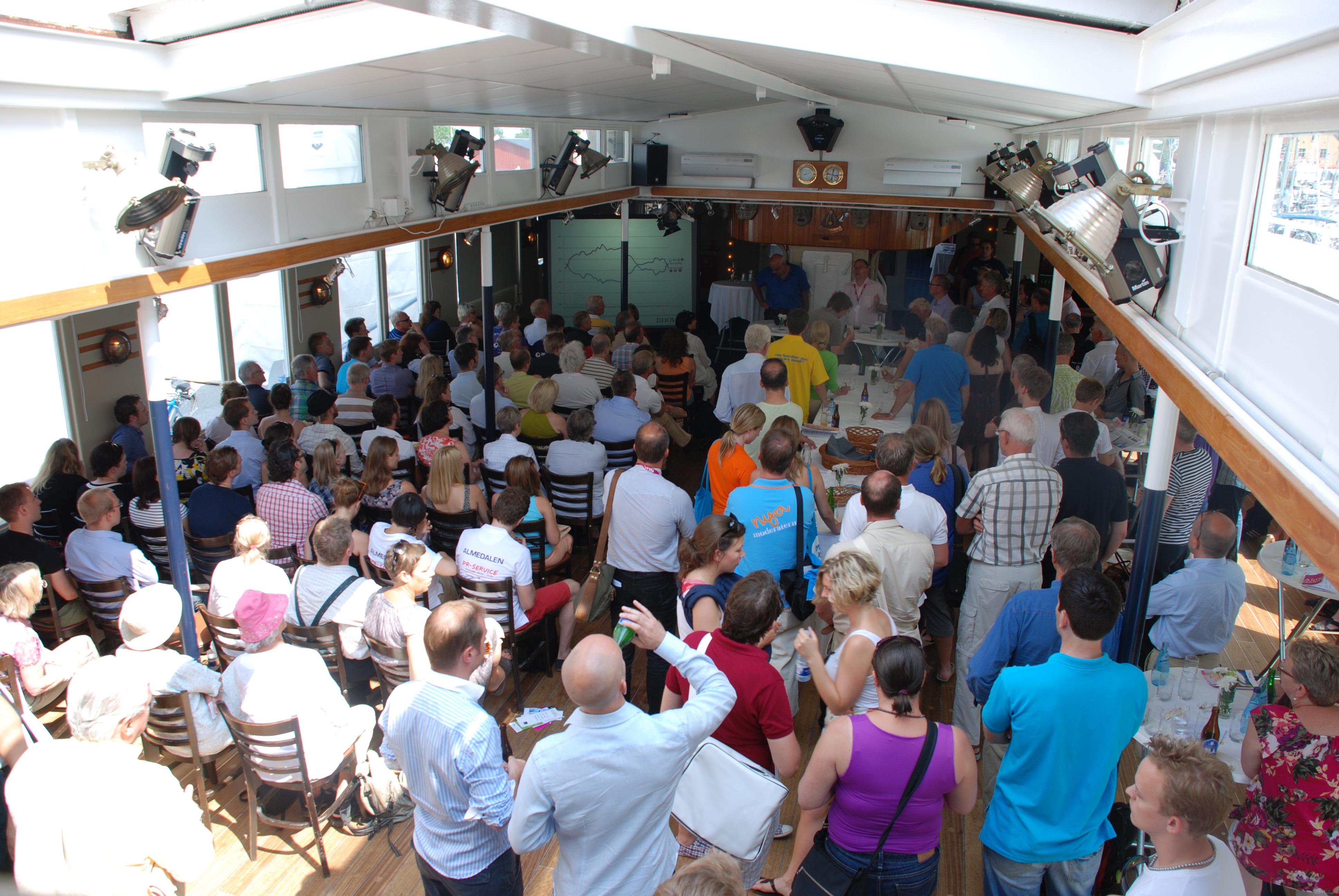 Fullsatt seminarium i stora matsalen