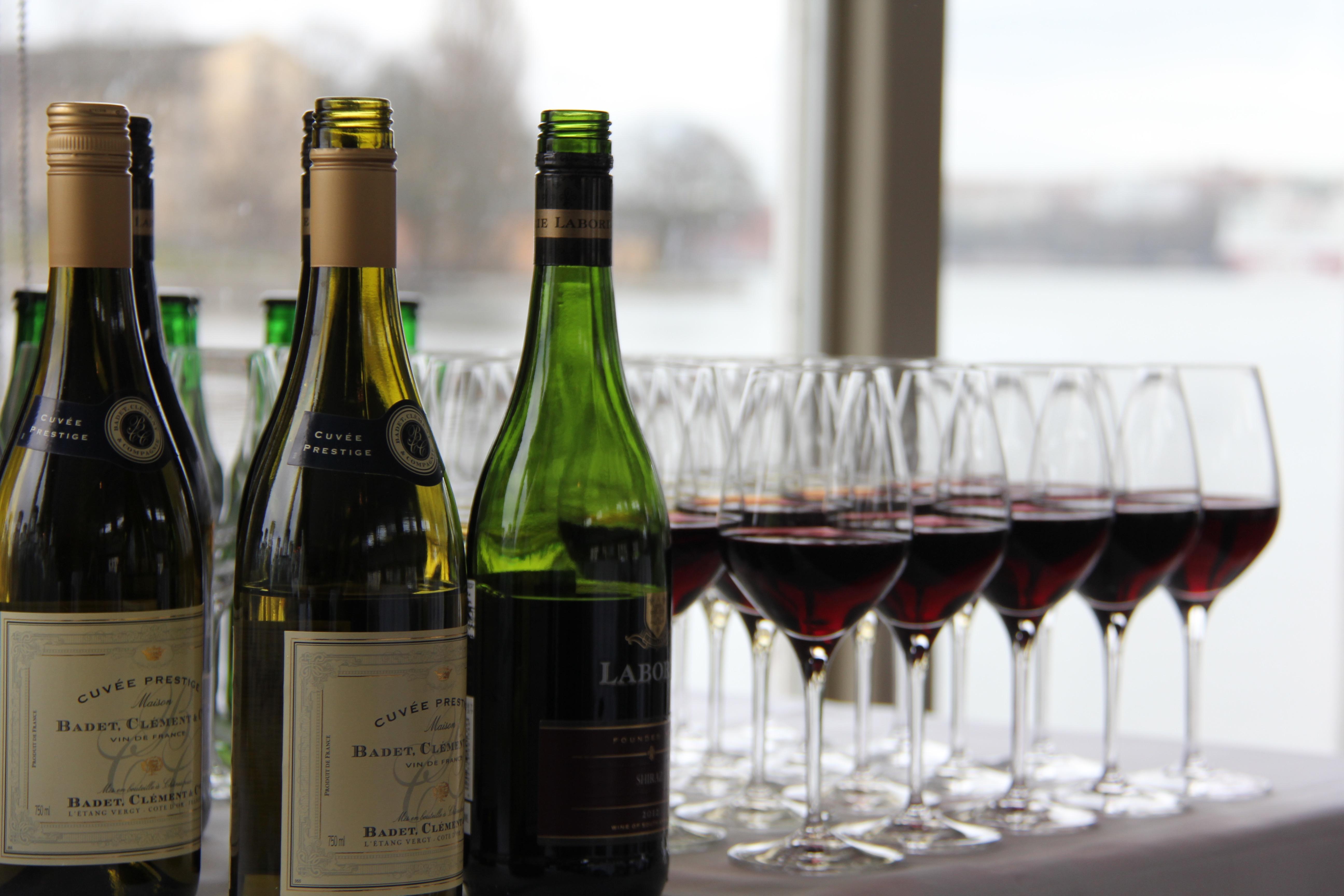 Vin serverat från baren