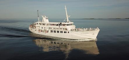 Teaterskeppet till sjöss.JPG