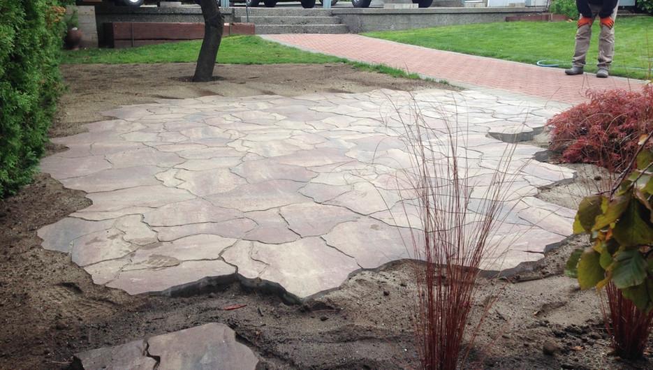 Flagstone pavingstone patio