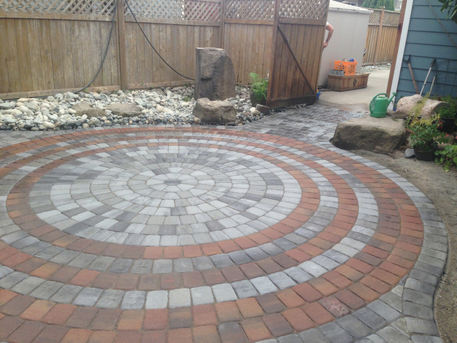 Beautiful circle pavingstone patio